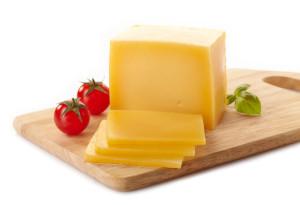 Käse auf Brett