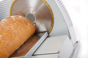 Brotschneidemaschine Test mit Brot